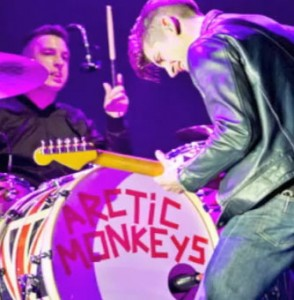 Arctic Monkeys Electricity brano 2012