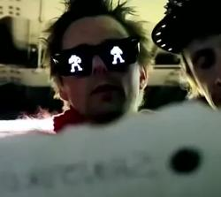 muse panic station video censurato bandiera imperiale giapponese